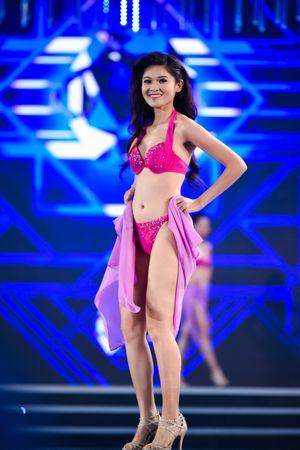 Chùm ảnh: Phần trình diễn áo tắm của Top 10 Hoa hậu Việt Nam 2016
