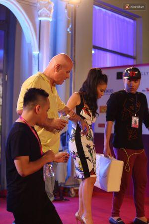 Thu Minh được chồng hộ tống chạy show cuối tuần