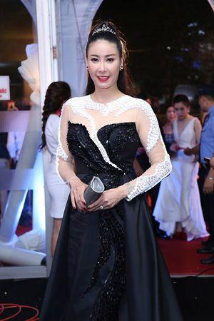 Váy sexy đến 'nín thở' của Thùy Dung ở chung kết HHVN