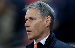 Huyền thoại Hà Lan thăng tiến tại FIFA