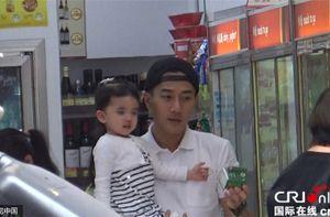 Dương Mịch cùng mẹ chồng đưa con gái đi học