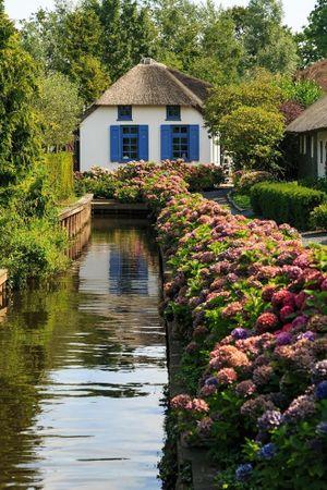 Ngôi làng không có đường đi, chỉ có những dòng sông đẹp đến nao lòng người