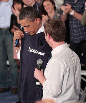 Nhân dịp Mark Zuckerberg vừa tặng Giáo hoàng mô hình máy bay, hãy cùng điểm lại những món quà anh từng trao đi