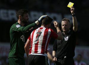 Top 10 tiền đạo xấu chơi nhất Premier League 2016: Không có Costa