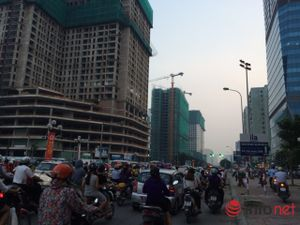 Hà Nội: Đường sá ngày càng tắc nghẹt vì chung cư bủa vây