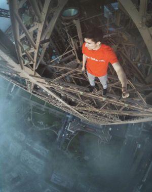 Nghẹt thở chụp ảnh 'tự sướng' trên cần cẩu, đỉnh cầu, nóc cao ốc