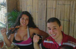 Cặp chuyển giới đầu tiên thế giới sinh con, bố mang bầu