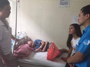 Xoa dịu nỗi đau cho các bệnh nhi ở viện K Tân Triều