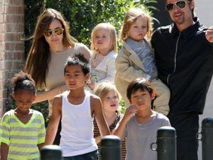 Hậu chia tay, Jolie chuyển nhà mới giành quyền nuôi con, Brad Pitt bị dư luận chỉ trích thậm tệ