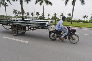 CSGT xử phạt hàng loạt xe chở cồng kềnh trên phố