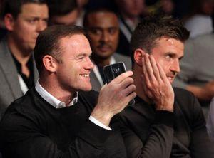 Mất suất đá chính, Rooney vẫn vui vẻ đi xem boxing