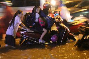 Ngập, tắc đường 'đặc sản' Sài Gòn