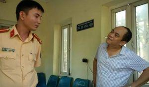 Xử phạt lái xe tông vào cổng UBND tỉnh Thanh Hóa 17 triệu đồng