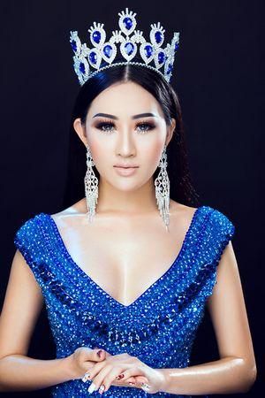 Hoa hậu Huỳnh Thúy Anh tái xuất sau thời gian du học