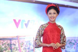 Á hậu Thanh Tú đọ chiều cao nổi bật so với Hoa hậu Ngọc Hân, Thùy Trang