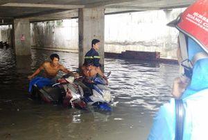 Vụ 1000 xe bị chìm: Khổ chủ 'cắn răng' bỏ tiền đi sửa