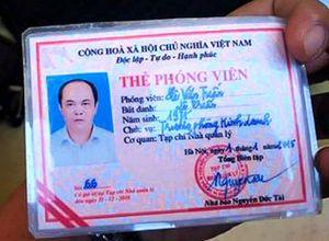 Lái xe húc cổng UBND tỉnh Thanh Hóa rồi rút 'thẻ phóng viên' dọa