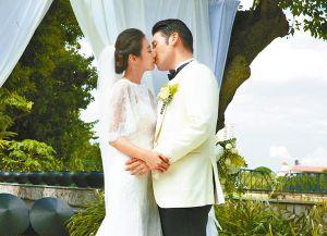Tin giải trí ngày 28/9: Ngọc Trinh ví đàn ông là giày; Hương Giang Idol kết hôn?