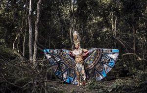 Ngọc Tình oai dũng trong trang phục thi 'Nam vương Đại sứ Hoàn vũ'