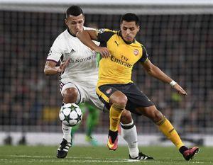 Chùm ảnh: Walcott tỏa sáng, Arsenal lại 'giết hạ' thêm một đội bóng Thụy Sĩ