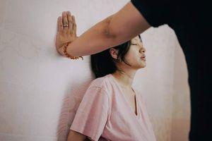 """Nghẹt thở xem bà mẹ trẻ như """"chết đi sống lại"""" trong cơn đau đẻ"""