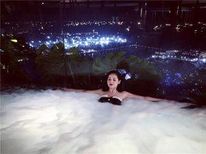Tâm Tít khoe ảnh nghỉ dưỡng ở siêu khách sạn đắt nhất thế giới