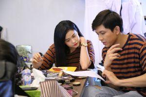 Tim cùng Trịnh Tú Trung tán tỉnh gái đẹp trước mặt Trương Quỳnh Anh