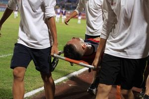 Cầu thủ từ chối sang Đức dính chấn thương trước ngày lên tuyển