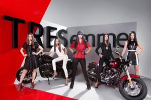 Siêu mẫu Việt đọ dáng bên Harley-Davidson giá 1,5 tỷ