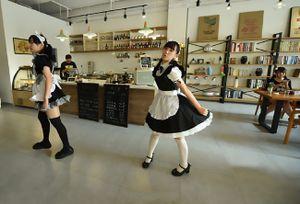 Quán cà phê hầu gái - nơi những cô nàng sẽ phục vụ bạn từ 'chân răng kẽ tóc'