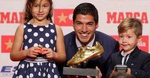 Suarez bị con trai 'chỉ trích' vì không ghi bàn trước Man City