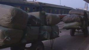 Tạm giữ 40 tấn quần áo Trung Quốc nghi nhập lậu trên tàu hỏa