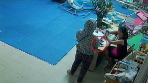 Người phụ nữ ra tay trộm điện thoại ngay trước mặt cô giáo mầm non