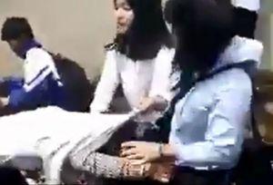 3 nữ sinh đánh nhau chỉ vì 'nhìn mặt mày vênh'