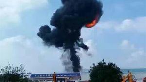 Máy bay ném bom Trung Quốc lao xuống đất nổ tung?