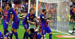 Bảo vệ Neymar, Messi sẵn sàng 'dằn mặt' CĐV Valencia trước ống kính