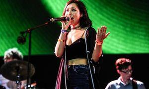 Anna Trương mặc sexy, khoe giọng hát tiến bộ sau thời gian du học Mỹ