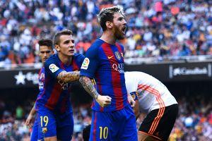 Neymar trúng dị vật, Messi hùng hổ thách thức fan