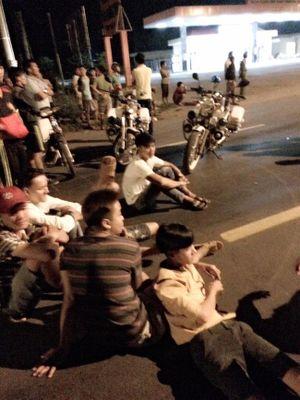 Video hơn 500 học viên cai nghiện trốn trại tràn ra đường đập phá, chặn xe xin tiền