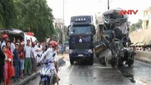 Tài xế xe tải chết kẹt sau va chạm cùng chiều