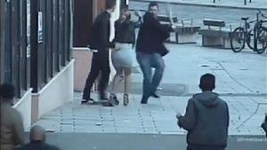 Dùng thanh gỗ tấn công người khác ngất tại chỗ vì không nói tiếng Anh