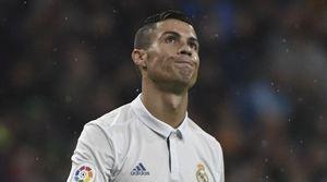Ronaldo kém duyên, Real nhọc nhằn lên ngôi đầu