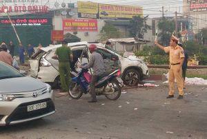 Ôtô bị tàu hỏa đâm trực diện, 5 người tử nạn