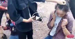 Nhóm nữ sinh dùng dép đánh giữa mặt bạn một cách dã mạn