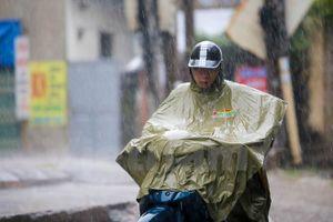 Đông Bắc Bộ và Hà Nội sáng có mưa rào và rải rác có dông