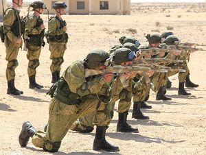 Xem lính dù Nga - Ai Cập diễn tập chống khủng bố trên sa mạc