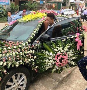 Xôn xao chiếc xe cưới có nhiều hoa nhất Việt Nam
