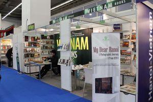 Gian nan xuất khẩu sách Việt