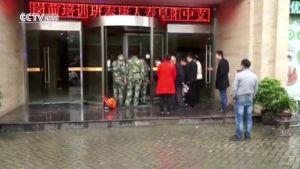 Hoảng hồn trước những chiếc 'cửa xoay tử thần' với lũ trẻ nghịch ngợm ở Trung Quốc