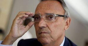 Cảnh cáo Barca, Chủ tịch LĐBĐ Tây Ban Nha hứng 'gạch đá'